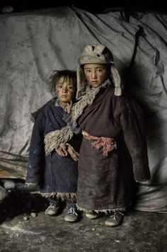 Two little guys in Tibet.                     Photo by Steve McCurry  ♥ FREE TIBET ♥