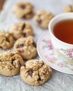 Nescafeli aroması, ağızda dağılan kıvamı, çikolatalı, cevizli harika tadı ile çok güzel kurabiyelerim var. Haftasonu tarifini paylaşmıştım,…