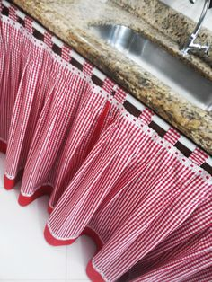 Red gingham towels hanging kitchen towel red kitchen towel hanging hand towel country kitchen decorative towel kitchen decor by joybabybear on etsy – Artofit Diy Curtains, Kitchen Curtains, Homemade Curtains, Home Crafts, Diy Home Decor, Diy Crafts, Rideaux Design, Cuisines Diy, Kitchen Corner