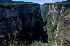 Cambará do Sul – SC Considerada a porta de entrada dos Parques Nacionais da Serra Geral e Aparados da Serra, Cambará do Sul possui algumas das mais belas paisagens do Brasil, como o Canion Itambézinho e Fortaleza.