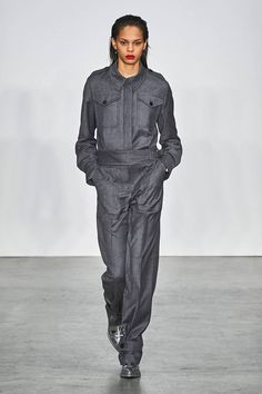 Helmut Lang Fall 2019 Ready-to-Wear Fashion Show - Vogue Helmut Lang, Love Fashion, Runway Fashion, Autumn Fashion, Fashion Trends, Seoul Fashion, Vans New York, Vogue Russia, Fashion Show Collection