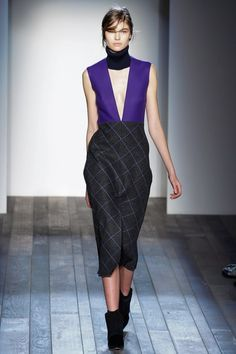 See the complete Victoria Beckham Fall 2013 Ready-to-Wear collection.