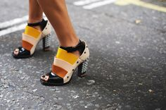 60 Inspiring Street-Style Snaps Straight From LFW Style Snaps, Fashion Pictures, Style Pictures, Classic Looks, London Fashion, Fashion Shoes, Shoe Boots, Autumn Fashion, Street Style
