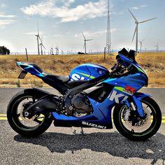 Very Hero type bike and I decide this is my second favourite bike Suzuki Gsx R, Suzuki Motos, Suzuki Bikes, Moto Suzuki, Suzuki Motorcycle, Motorcycle Gear, Gsxr 600, Ducati Diavel, R15 Yamaha