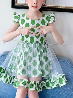 Baby Girl Dress Design, Girls Frock Design, Baby Frocks Designs, Kids Frocks Design, Girls Dresses Sewing, Little Girl Dresses, Fashion Kids, Baby Frock Pattern, Costura Fashion