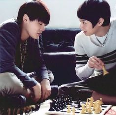 A Game between 2 BROthers 有天 、俊秀 ❤️ JYJ Hearts