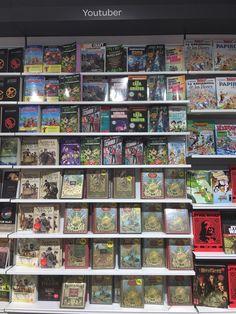 ¿A quién se le ocurre poner casi cuatro filas llenas de libros de Julio Verne…