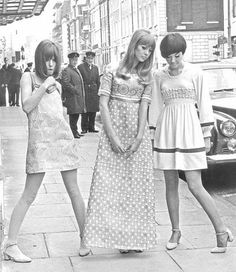 Ossie Clark Trio April 1966 - Pattie Boyd (center) with unidentified model (left) and Judy Guy Johnson (right) posing on Brooke Street in Mayfair in Ossie Clark fashions. Source of scan is the Pattie Boyd's Sixties Style group at Yahoo! Twiggy, Sixties Fashion, Mod Fashion, Vintage Fashion, Vintage Dresses, Vintage Outfits, 1960s Dresses, Vintage Clothing, Ossie Clark