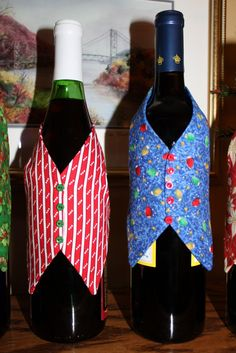 THE WINE BUTLER PATTERN - Bing Images Wine Bottle Crafts, Bottle Art, Christmas Wine Bottles, Wine Bottle Covers, Wedding Bottles, Patchwork Quilting, Craft Show Ideas, Wine Gifts, Sewing Patterns