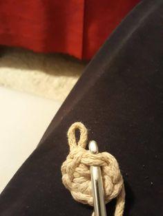 Návod na háčkovaný hvězdičkový puff Crochet Pillow, Crochet Squares, Stitch, Pillows, Crocheting, Twine Crafts, Basket Weave Crochet, Hampers, Table Linens