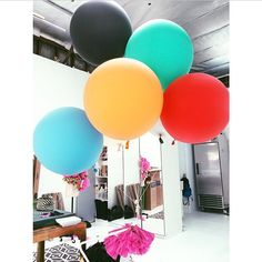 The unloved colors congregate and make the best of the situation. #geronimoballoons #geronimostudio photo by @caramullinary