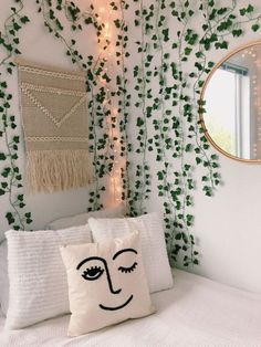 10 dorm decorations you need to turn your room into a garden oasis . 10 dorm decorations you need to turn your room into a garden oasis . - 10 dorm decorations you need to turn your room . Deco Studio, Cute Room Decor, Decorations For Room, Modern Room Decor, Flower Room Decor, Modern Bedroom, Christmas Decorations, College Dorm Decorations, Teen Room Decor