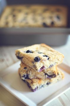 Blueberry Protein Oatmeal Squares - 75 cal each! Trying this soon!