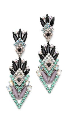 Gorgeous statement earrings http://rstyle.me/n/e6jfrnyg6