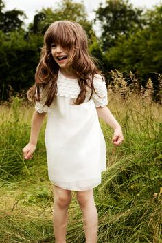 Chloé kids collection lovely for Kat. Fashion Kids, Little Fashion, Chloe Fashion, Little Girl Dresses, Girls Dresses, Flower Girl Dresses, Amusement Enfants, Kids Collection, Spring Collection
