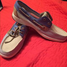 NWOT sperrys Never worn/missing left laces Sperry Top-Sider Shoes Flats & Loafers