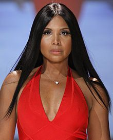 TONI Michelle BRAXTON (born October 7, 1967) is an American R&B singer-songwriter, pianist, musician, record producer, actress, television personality, and philanthropist. Braxton has won 6 Grammy Awards, 7 American Music Awards, and 9 Billboard Music Awards. Throughout the years, she has sold over 66 million records worldwide.
