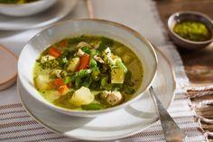 Itt van a zöldbabszezon, úgyhogy újítsatok be egy nagyon durván ízgazdag zöld currys verziót, aminek semmi köze a hagyományos tejfölös változathoz! Palak Paneer, Soup, Ethnic Recipes, Kitchen, Drink, Street, Cooking, Beverage, Kitchens