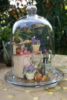 Sous la cloche... l'atelier de la fleuriste Glass Dome Display, Glass Domes, Miniature Fairy Gardens, Miniature Dolls, Cloche Decor, Mini Greenhouse, The Bell Jar, Ball Jars, Dollhouse Accessories