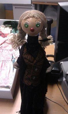 Bobinette, la dernière marionnette originale utilisée dans la série, exposée dans le costumier de La Maison de Radio-Canada à Montréal.