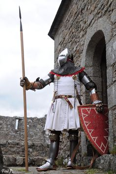 Medieval Life, Medieval Knight, Medieval Armor, Armadura Medieval, Knight In Shining Armor, Knight Armor, English Army, Suit Of Armor, Arm Armor