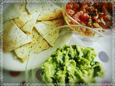レシピとお料理がひらめくSnapDish - 28件のもぐもぐ - homemade guacamole & salsa sauce with garlic tortilla by as3ed