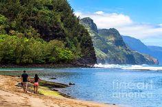Lovers, Na Pali Coast by Daryl L Hunter Hawaii Landscape, Kauai, Lovers, Mountains, Beach, Travel, Viajes, The Beach, Beaches
