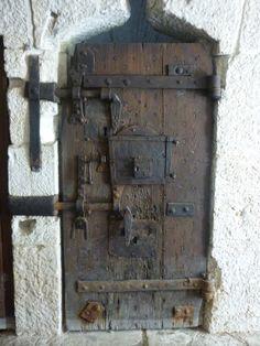 Le porte delle celle in cui venivano chiusi all'interno.