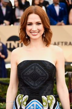 Pin for Later: See Every Breathtaking Beauty Look From the 2016 SAG Awards Ellie Kemper Ellie made her gorgeous red hair look even bolder with a correlating lip colour. Korean Hairstyles Women, Redhead Hairstyles, Asian Men Hairstyle, Diy Hairstyles, Japanese Hairstyles, Asian Hairstyles, Modern Hairstyles, Red Hair Looks, Ellie Kemper