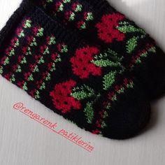 Fotoğraf açıklaması yok. Knitting Socks, Pot Holders, Diy And Crafts, Knit Socks, Hot Pads, Potholders