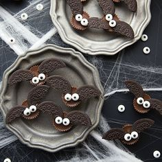 Only FOUR ingredients and FIVE minutes to make these adorable Halloween bat treats!