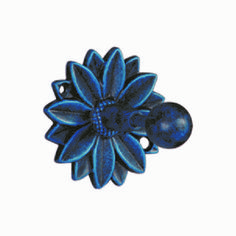 Crochet salle de bain tournesol Decoration, Brooch, Crochet, Floral, Flowers, Classic Bathroom, Wall Hat Racks, Primitive Decor, Coat Hanger