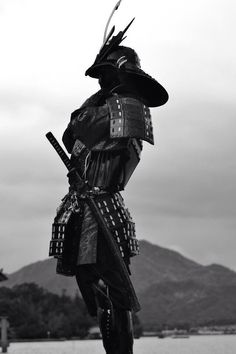 Black and White japan dope Awesome landscape upload black samurai ninja Ronin Samurai, Samurai Swords, Kendo, Katana, Samourai Tattoo, Bushido, Japanese Warrior, Art Asiatique, By Any Means Necessary