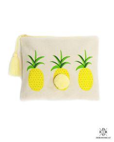 """Täschchen """"Yellow Ananas"""". Besonders praktisch zur Aufbewahrung von Schminkutensilien, als Kosmetiktasche oder für andere kleine Dinge. Mit dem praktischen Reißverschluss lässt sich die Tasche leicht öffnen und verschließen. Bordeaux, Sunglasses Case, Coin Purse, Wallet, Fashion, Pineapple, Little Things, Do Your Thing, Beads"""