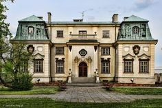 Abandoned Mansions, Abandoned Houses, Colonial Cottage, Dream House Exterior, Eastern Europe, Exterior Design, House Styles, Decay, Buildings