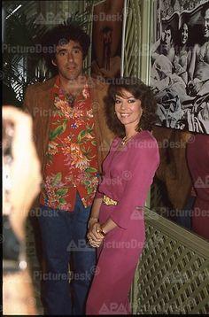 Natalie Wood and Elliot Gould