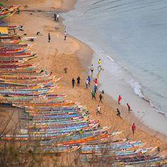 Les pirogues, les sportifs, le sable, la plage - Sénégal