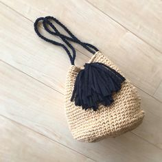 Diy Purse, Purse Wallet, Crochet Purses, Crochet Bags, Knitted Bags, Crochet Projects, Tassel Necklace, Straw Bag, Bucket Bag
