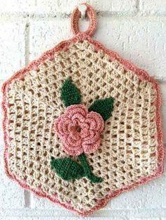 Camille Rose Vintage Potholder- Free Crochet Pattern delicate and beautiful - wouldn't want to use it Crochet Potholder Patterns, Crochet Dishcloths, Crochet Flower Patterns, Crochet Doilies, Crochet Gifts, Crochet Home, Free Crochet, Crochet Puff Flower, Crochet Flowers
