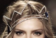 Queen for a day - rhinestone crown / tiara Make Com Glitter, Maybelline, Invisible Crown, Bling, Crown Headband, Hair Crown, Tiara Hair, Crown Braids, Fashion Mode