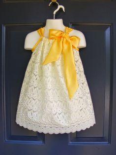 As meninas adoram vestidos, e um dos vestidos mais fáceis de fazer para o verão usa algo que vem direto do seu armário de roupas de cama:...