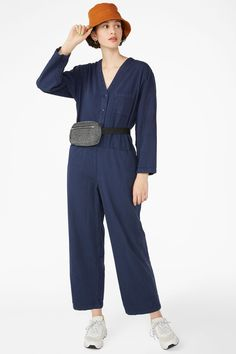 Get to work fashionably in a V-neck workwear jumpsuit. Three front pockets and one pocket at the back. That's a lot of places to carry your snacks! Denim Dungaree Shorts, Denim Playsuit, Pleated Jumpsuit, Floral Playsuit, Wrap Jumpsuit, Black Playsuit, Jumpsuit With Sleeves, White Jumpsuit, Boiler Suit