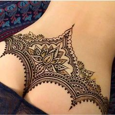 How is this henna?  Double tap & Comment below Artist @ginkas_arts