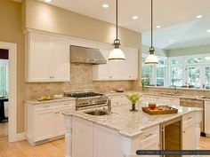 Beige, brown and gray travertine kitchen tile backsplash ideas with kitchen cabinets and countertops. Travertine backsplash tile photos and projects. Beige Kitchen, Travertine Backsplash, Kitchen, Modern Kitchen, Eclectic Kitchen, Beige Kitchen Cabinets, Granite Kitchen, Brick Backsplash, Backsplash For White Cabinets