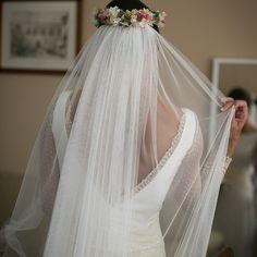 32af875867 Novias con tocado oliviaycloe. Tocados personalizados para novias