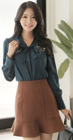 StyleOnme_Autumn Color Flounced Skirt #brown #cute #falltrend #skirt #koreanfashion #kstyle #kfashion #dailylook #seoul