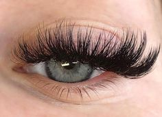 Useful Guide To Eyelash Extensions: Russian Lashes? – My hair and beauty Best Lashes, Fake Lashes, False Eyelashes, Eyelash Extensions Salons, Volume Lash Extensions, Russian Eyelash Extensions, Eyelash Extensions Before And After, Russian Lashes, Mascara