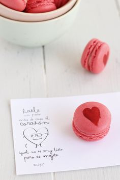 Como hacer macarons (con vídeo paso a paso) Videos, Place Cards, Place Card Holders, Blog, Churros, Hearts, Colors, Mini Pastries, Easy Food Recipes