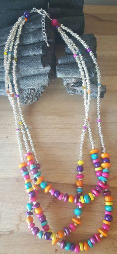 Collier trois rangs perles de rocaille et perles bois argenté et multicolore : Collier par vel