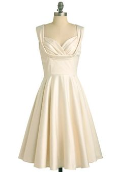 From bridal jumpsuits you can dance in to see-through gowns that your grandma would chastise you for wearing in a chapel, click through for ten types of second wedding dresses worth expanding your budget for. Vestidos Vintage Retro, Retro Vintage Dresses, Vintage Mode, Retro Dress, Vintage Style, Retro Style, 50s Vintage, Vintage Beauty, Vintage Clothing